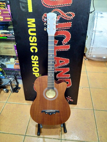 Medium Accoustic guitar