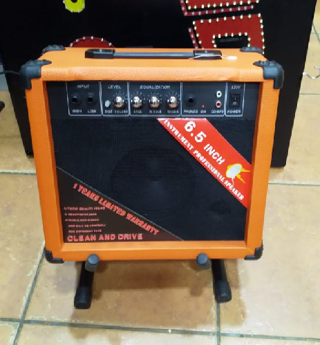 Guitar amplifier 15w